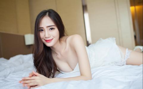 巨乳美女床上诱惑