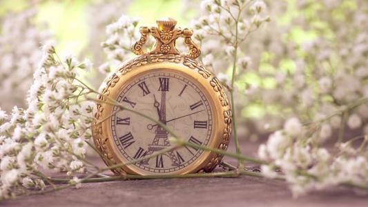 埃菲尔铁塔时钟