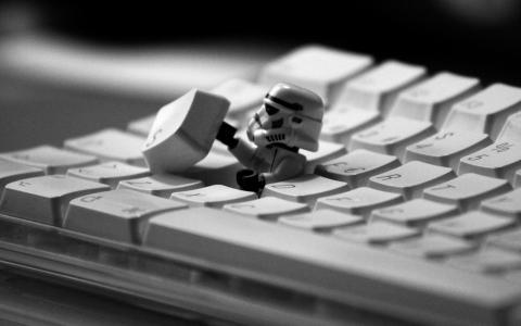在键盘的冲锋队员