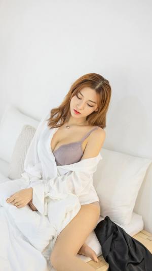 日本巨乳美女性感内衣私房诱人写真