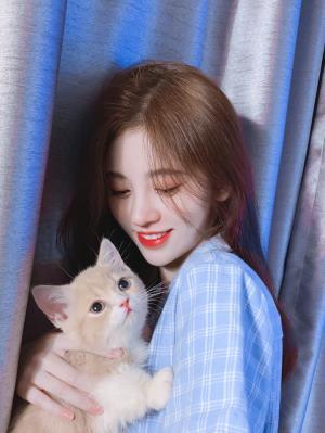 撸猫女孩鞠婧祎清新甜美写真