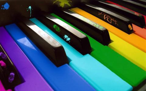 多彩的钢琴键盘