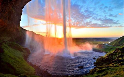 灿烂的瀑布