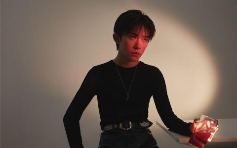 TFBOYS易烊千玺时尚帅气写真