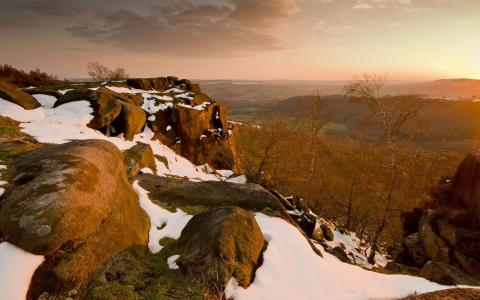 在山上的小雪