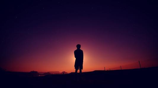 孤独的背影男孩