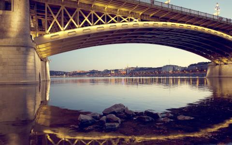 在城市的桥梁