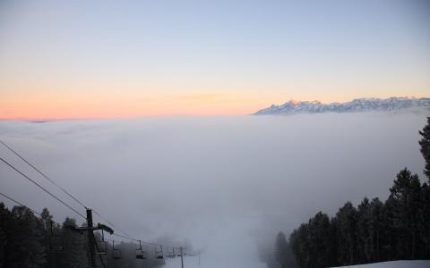 多云的斜坡