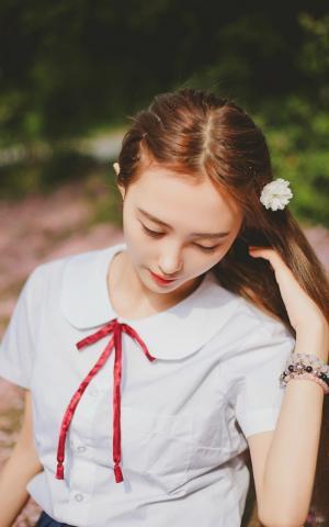 清纯学生妹白嫩可爱迷人写真