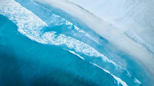 大海的蓝色潮汐